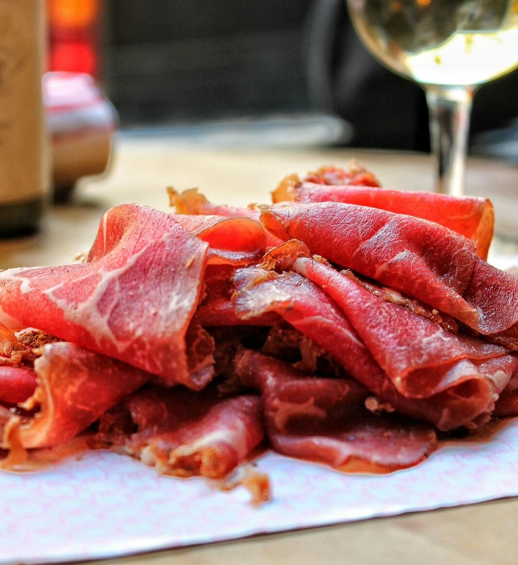 Thinly Sliced Smoked Beef Aged for 50 Days
