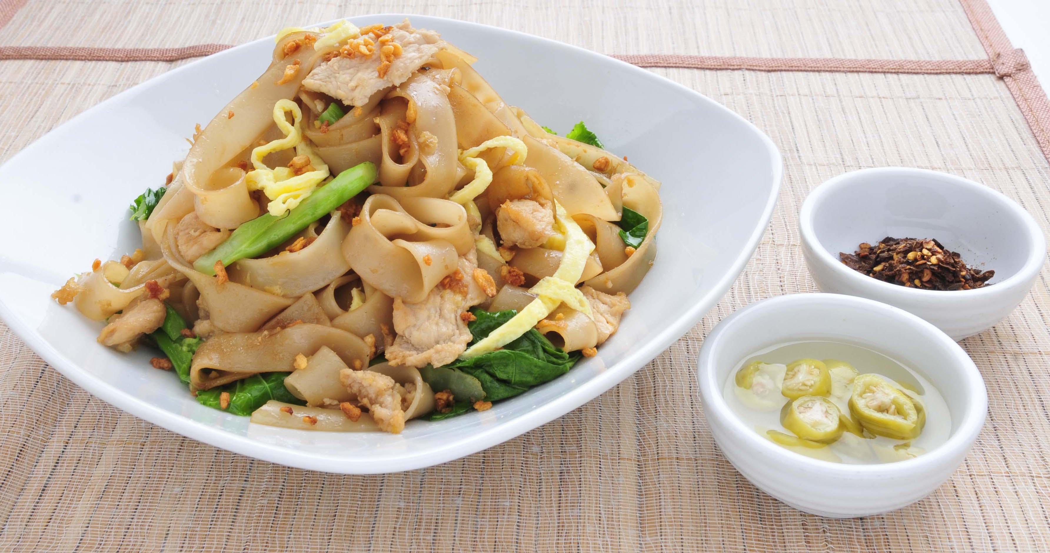 Stir Fried Flat Noodles w/ Chicken