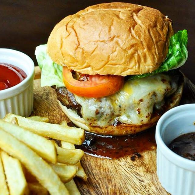 Old-Fashioned Burger with Bacon Jam